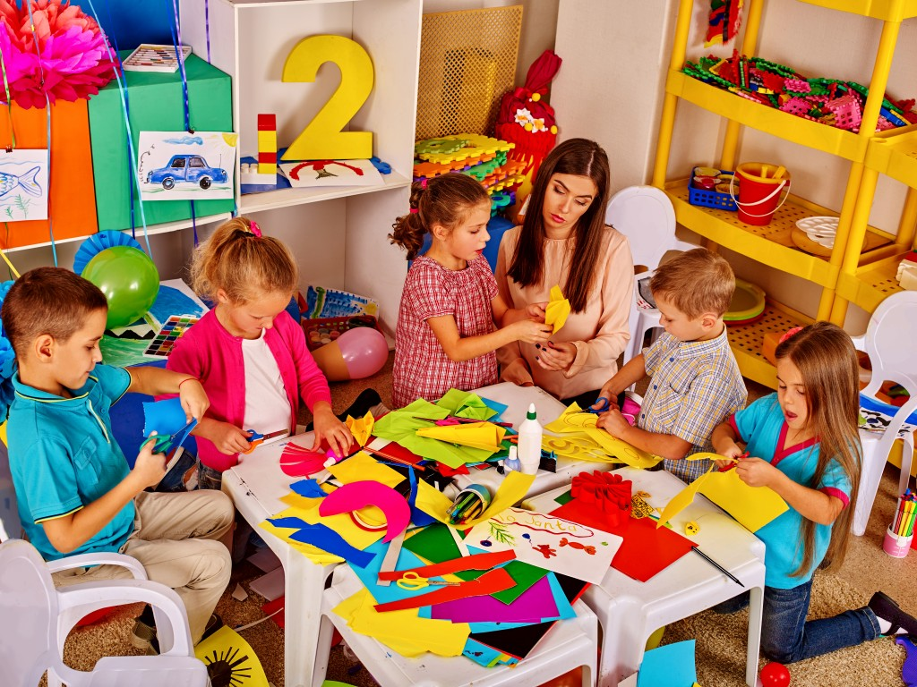 kids making crafts