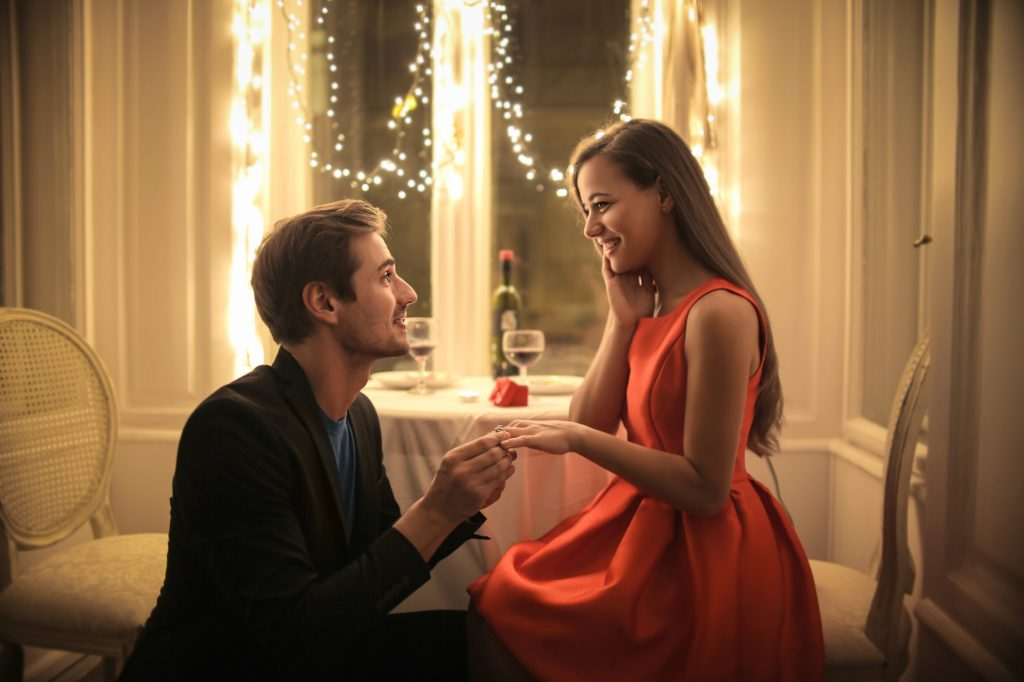 man proposing to a woman in their romantic date