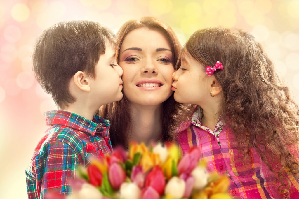 mom kissed by children